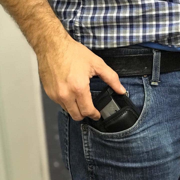 FNS 9 mag pouch in hand